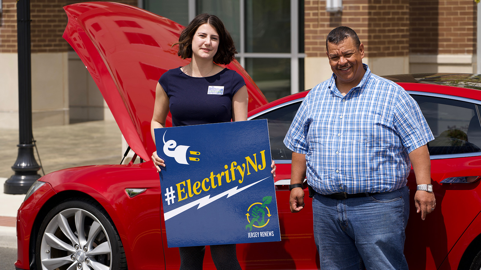 <h4>TO GET TO ZERO CARBON: ELECTRIFY CARS</h4><h5>We're calling for all new cars in WA to be electric by 2030.</h5>